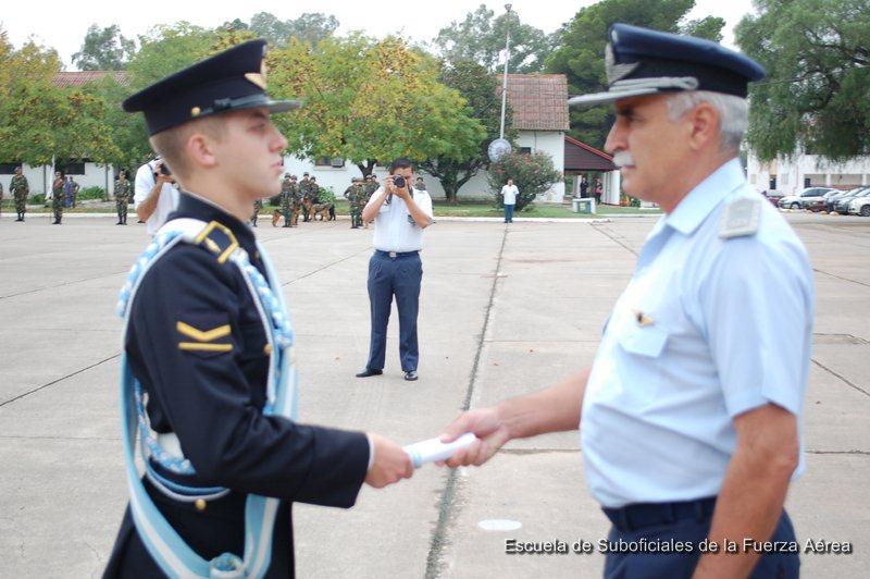 Ascenso a Dragoneante Ayudante | Escuela de Suboficiales de la Fuerza ...